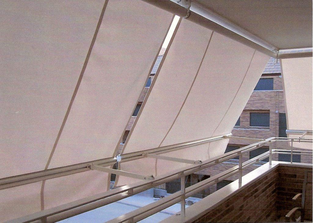 Tipos de toldos para balcones en sevilla carpas y toldos for Brazos para toldos balcon